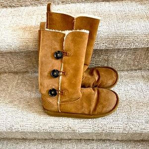 American Eagle ladies boots.  Size 8M
